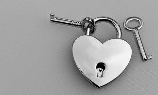 key-to-the-heart-2516895_1920-hb0pkhg77q.jpg